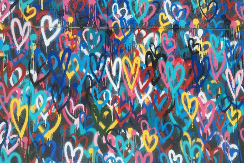 picture of grafitti with hearts